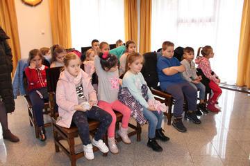 Galeria Uczniowie Szkoły Podstawowej w Prusicach odwiedzili Urząd Miasta i Gminy Prusice